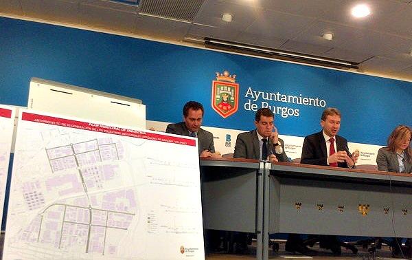 El alcalde de Burgos junto a Ángel Ibáñez presentando el proyecto